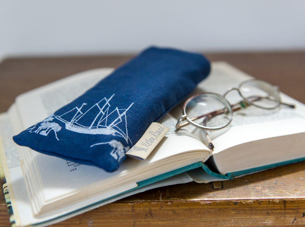 39_helen-round-coastal-glasses-case